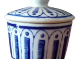 Lot de deux petits pots en porcelaine